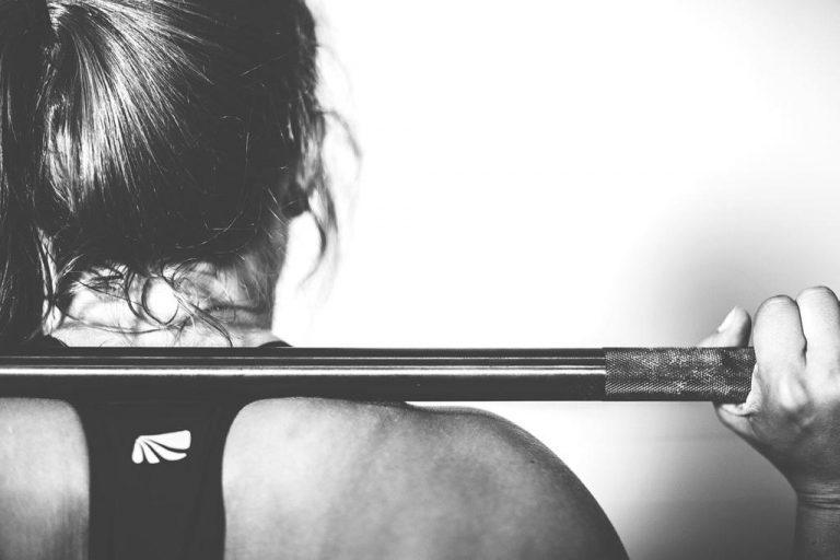 Jak wspomóc rozrost masy mięśniowej? Legalne preparaty na krajowym rynku