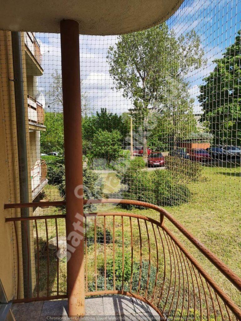 Zabezpiecz balkon siatką ochronną